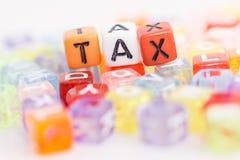 Close-up da palavra do IMPOSTO em blocos plásticos Imagem de Stock Royalty Free