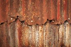 Close up da parede de oxidação do ferro ondulado foto de stock royalty free