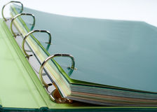 Close up da pasta com os arquivos empilhados Fotografia de Stock