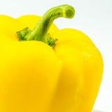 Close up da pimenta amarela no fundo branco Foto de Stock