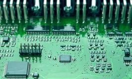 Close up da placa de circuito impresso com componentes montados Fotografia de Stock