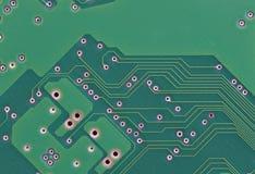 Close up da placa de circuito impresso do verde com solda Imagens de Stock