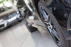 Close up da roda preta do Mercedes-Benz Imagens de Stock Royalty Free