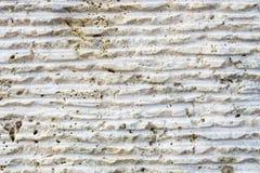 Close-up da superfície da pedra com traços de processamento As linhas paralelas na pedra sairam pela ferramenta de corte Sumário Fotos de Stock