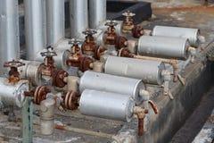 Close-up da válvula velha da armadilha de vapor na conexão de tubulação fotografia de stock royalty free