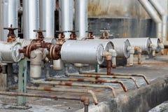 Close-up da válvula velha da armadilha de vapor na conexão de tubulação foto de stock royalty free