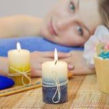 Close up da vela do aroma antes da mulher Imagem de Stock