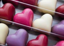 Close up dado forma coração da caixa do chocolate Fotos de Stock