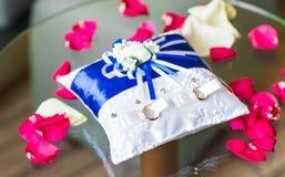 Close-up das alianças de casamento do ouro Imagem de Stock