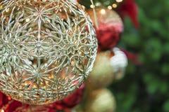 Close-up das bolas da árvore de Natal, decorações tradicionais, ano novo Imagens de Stock