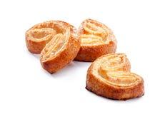 Close-up das cookies da massa folhada isolado no fundo branco Imagens de Stock