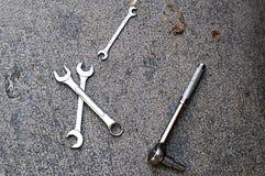 Close up das ferramentas no concreto Imagens de Stock Royalty Free