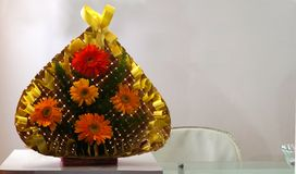 Close up das flores em um vaso na exposi??o fotos de stock royalty free