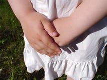 Close up das mãos das meninas Imagem de Stock