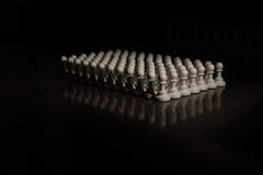 Close up das partes de xadrez na placa Fotografia de Stock Royalty Free