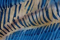 Close up das penas, batik quente, textura do fundo, feito a mão na seda fotos de stock royalty free