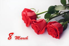 Close up das rosas vermelhas Ramalhete bonito 8 de março cartão Imagem de Stock Royalty Free