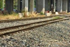 Close up das trilhas de estrada de ferro do trem O comprimento da trilha railway Estrada de ferro Trem fotografia de stock