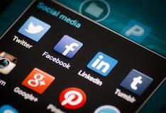 Close up de ícones sociais dos meios na tela do smartphone do androide Imagem de Stock
