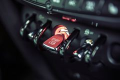 Close-up de alavanca vermelho do começo do motor de interruptor foto de stock royalty free