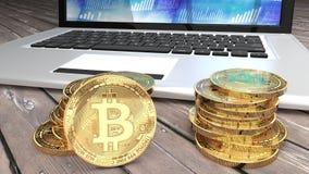 Close up de Bitcoins, pilha de moedas douradas, portátil e tela azul Fotos de Stock