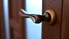 Close-up de bronze do botão de porta fotografia de stock royalty free