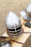 Close up de capacetes medievais do metal com correias de couro fotos de stock