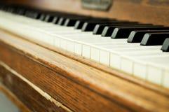 Close up de chaves de um piano Imagens de Stock Royalty Free