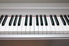 Close-up de chaves do piano vista frontal próxima imagem de stock