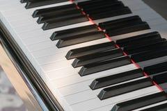 Close-up de chaves do piano vista frontal próxima foto de stock royalty free