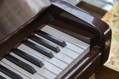 Close-up de chaves do piano vista frontal próxima foto de stock