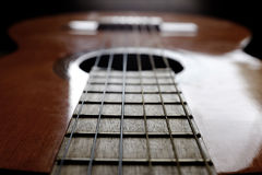Close up de cordas da guitarra para a música Fotos de Stock Royalty Free