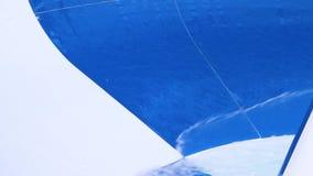 Close-up de corrediças do Aqua cena O close-up dentro do detalhe da corrediça de água destacou a corrediça de água no parque da á filme