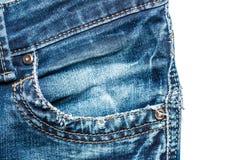 Close-up de costura de calças de ganga do bolso dianteiro isolado Fotografia de Stock