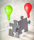 Close up de duas partes do enigma de serra de vaivém na página de um livro Imagem de Stock Royalty Free