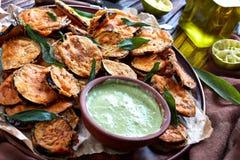 Close-up de fatias friáveis de Fried Eggplant imagem de stock