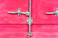 Close up de fechamentos de almofada vermelhos do contentor Foto de Stock