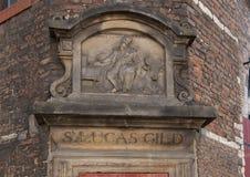 Close up de Gable Stone para S Lucas Gild, casa de Waag, Amsterdão, os Países Baixos imagem de stock royalty free