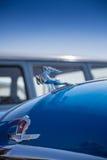 """Close-up de GAZ-21 de """"Volga"""" do carro do logotipo Imagens de Stock Royalty Free"""