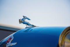 """Close-up de GAZ-21 de """"Volga"""" do carro do logotipo Imagem de Stock Royalty Free"""