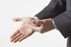 Close up de gesticular das mãos do negócio foto de stock royalty free