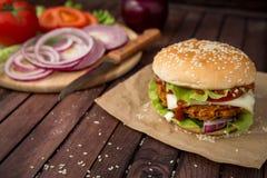 Close up de hamburgueres caseiros Fotografia de Stock Royalty Free