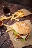 Close up de hamburgueres caseiros Fotos de Stock Royalty Free