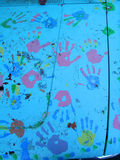 Close up de Handprints na capa do carro Fotos de Stock