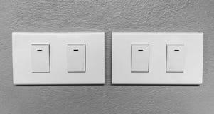 Close up de iluminar interruptores bondes imagens de stock