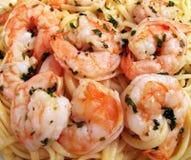 Close-up de Linguini do camarão imagens de stock royalty free