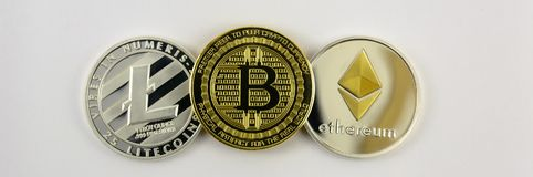 Close up de Litecoin, de bitcoin e de etherium fotografia de stock
