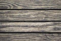 Close up de madeira sutil das pranchas Superfície áspera da madeira serrada Fundo de madeira marrom morno para o cartão do vintag Fotos de Stock Royalty Free