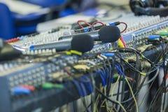 Close up de mistura profissional do painel traseiro do console Microph sem fio Imagens de Stock Royalty Free