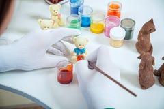 Close-up de pinturas de um pasteleiro foto de stock royalty free